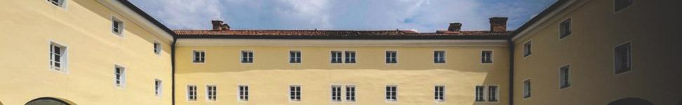 Veduta parziale del chiostro di Santa Chiara